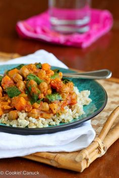 This slow cooker vegetable curry recipe stars sweet potato and chickpeas, and is a fantastic choice for a Meatless Monday meal. 181 calories and 2 Weight Watchers Freestyle SP vegan Vegan Crockpot Recipes, Slow Cooker Recipes, Soup Recipes, Vegetarian Recipes, Dinner Recipes, Healthy Recipes, Vegan Blogs, Crockpot Meals, Vegan Meals
