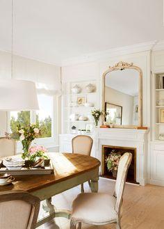 Comedor clásico con chimenea y librerías a ambos lados_00399715