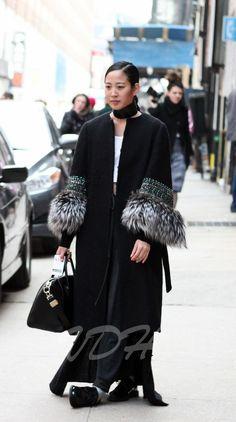 street fashion | New york Fashion Week Street Style : Fur Overcoat - Paperblog