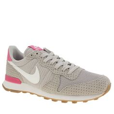 Nike Light Grey Internationalist Womens Trainers The Nike Internationalist  is a popular profile not only here