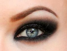 maquillage smoky yeux bleus