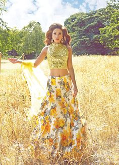 #Mongas | falling in love with the floral skirt #yellow #glamorous #croptop #floral #Classic #PerfectPartyoutfit