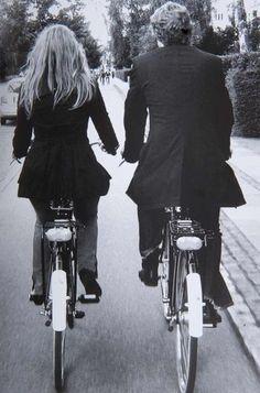 Andemos juntos, descubramos senderos nunca antes trazados. Cobijemos sueños con besos y abrazos