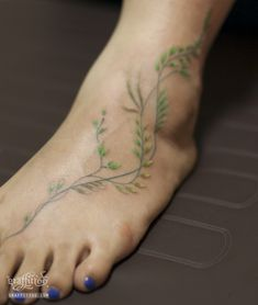 I like how delicate this is Vine Foot Tattoos, Finger Tattoos, Body Tattoos, Fake Tattoos, Small Tattoos, Tatoos, Ivy Tattoo, Cuff Tattoo, Ankle Tattoo