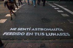 Me sentí astronauta perdido en tus lunares