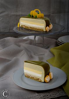 Pistachio and passion fruit entremets · Cooking me softly Elegant Desserts, Fancy Desserts, Gourmet Desserts, Delicious Desserts, Plated Desserts, Dessert Mousse, Pistachio Dessert, Mango Mousse Cake, Mini Cakes
