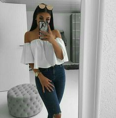Summer outfits for women, white off the shoulder ruffle blouse with denim jeans. Look Fashion, Teen Fashion, Fashion Outfits, Fashion Beauty, Instagram Outfits, Disney Instagram, Look Girl, Elegantes Outfit, Outfit Goals