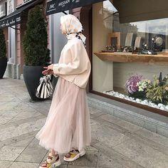 10 Geen Yl Bugn Still_life_gallery Kadrajimizdan Ideas Modern Hijab Fashion, Muslim Fashion, Modest Fashion, Korean Fashion, Fashion Outfits, Hijab Style, Hijab Chic, Muslim Girls, Muslim Women