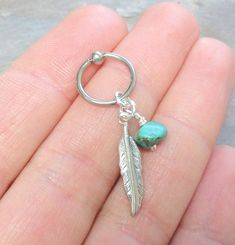 Turquoise Cartilage Hoop Silver Feather Earring por MidnightsMojo, $9.00