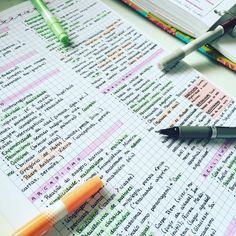 08.10.2016// maior revisão de literatura que eu já fiz na minha vida! Parei no parnasianismo, quero ver se consigo terminar todas as escolas literárias ainda hoje    #enem #vestibular #estudo #resumo #literatura #study #studyblr #studyspo #studygram #instastudy #handwriting #handwritten #studyhard #studying   