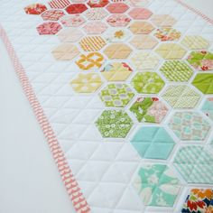 Bonnie and Camille fabrics modern hexie mini quilt happy little cottage Hexagon Patchwork, Hexagon Quilt, Patchwork Patterns, Quilting Projects, Quilting Designs, Sewing Projects, Miniature Quilts, Quilted Table Runners, English Paper Piecing