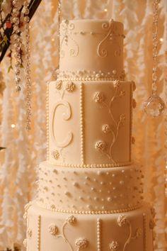 Gorgeous wedding cake! P5 Breaking Dawn Wedding