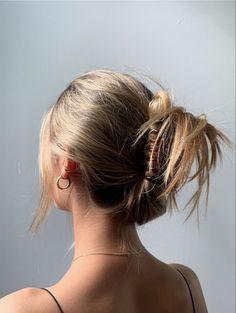 Hair Streaks, Hair Highlights, Color Highlights, Hair Inspo, Hair Inspiration, Brown Blonde Hair, Blonde Honey, Honey Balayage, Medium Blonde