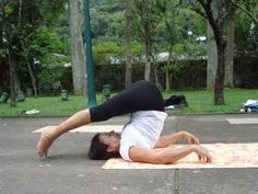 Todo Dia é Dia de Yoga. Halasana: restaurador do sistema imonologico entre outros muitos beneficios.