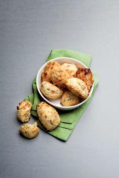 Madeleines au jambon, comté et pistaches    Pour 12 madeleines salées  Préparation : 15 min  Cuisson : 15 min