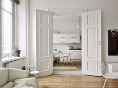 my scandinavian home: A fabulous Swedish apartment in neutrals