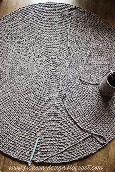 Moje pomysły, moje robótki: Szaro i Buro, czyli szydełkowy dywan!