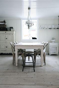 Grandma's old-fashioned kitchen Old Fashioned Kitchen, Vintage Interiors, White Rooms, Kitchen Interior, Vintage Kitchen, Interior Inspiration, Sweet Home, Interior Design, House Styles