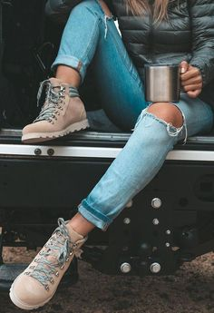 Camping Outfits, Hiking Outfits, Sport Outfits, Lady Fit, Cozy Winter Fashion, Winter Outfits, Fashion Essentials, Style Essentials, Hiking Fashion