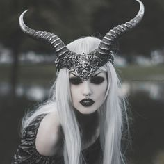 FOUND AT BLOG: The Decadent King HEADPIECE: Obsidian Kerttu by Martina Špoljaric  APPARENTLY FOR SALE, BUT NO STORE OR WEBSITE FOUND