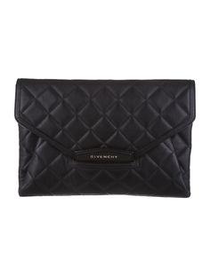 Givenchy Antigona Clutch. #allblack #Givenchy #accessory #realrealscore
