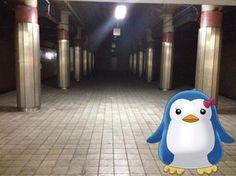 地下鉄某駅ホームにて。少々ダークな雰囲気?  @dokuroin