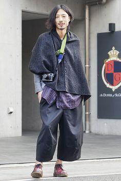 原宿(東京)Harajyuku, Tokyo. Daisuke Iwanami, Hair Stylist. Engineered Garments outer wear. John Bull Ltd jacket and shirt. Comme des Garcon trousers. Dr. Martin shoes. Leica camera. 【スライドショー】アジアの街角ファッションスナップ―東京、メルボルンなど