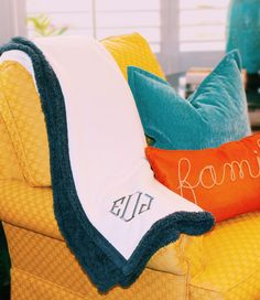 Don't you want to cuddle with this NEW Personalized Sherpa Blanket?! It comes in this gorgeous Ombre Blue color, and also in Tobacco Brown! Not only is it super soft, but it's also reversible! Order yours in time for chilly weather at Marleylilly.com!