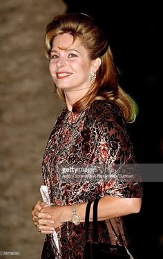 Queen Noor Of Jordan Attends The Gala Dinner At The Ceno Palacio On The Eve Of The Wedding Of Infanta Cristina Of Spain And Inaki Urdangarin. Queen Noor, Royal Hairstyles, Royal Jordanian, Real Queens, Sweet Lady, Gala Dinner, Royal Weddings, Spain, Jordans