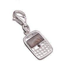 1e Gehalte zilveren bedel in de vorm van een blackberry, nieuw in verpakking. De smartphone is 1,2 cm lang x 0,85 cm, gemeten zonder het hangoogje en het slotje.