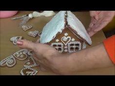 Jana Melas Pullmannová: Medovníkový domček pre začiatočníkov z overeného. Make A Gingerbread House, Christmas Gingerbread, Gingerbread Cookies, Christmas Cookies, Royal Icing Cookies, Sugar Cookies, Tesco Food, Biscuits, Cookie Decorating