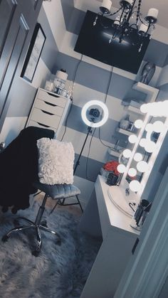Makeup rooms - 44 awesome teen girl bedroom ideas that are fun and cool 9 Home Theater Design, Home Design, Interior Design, Spa Design, Wall Design, Cute Room Decor, Glam Room, Makeup Rooms, Room Goals