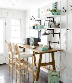 The owner of this California ranch house set up an office in the mudroom by bringing in a secondhand pine table and barstools by Old Hickory.