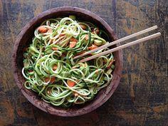 Espaguetis de calabacín, una cena improvisada 100% saludable y nutritiva