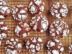 """Las galletas """"Crinkles"""" reciben este nombre precisamente porque parecen agrietadas (Crinkle significa agrietado/arrugado en inglés). En realidad son..."""