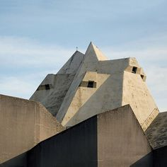 Pilgrimage_Church_by_Gottfried_Bohm_Seier_Seier_dezeen_784_3