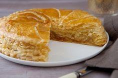 """La meilleure recette de Galette des Rois, avec de la crème pâtissière pour """"alléger"""" la frangipane :)"""