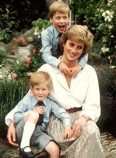 20 anos após morte da Princesa Diana, seu filho William diz que gostaria de tê-la presente para seus netos