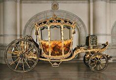 Kronprinsvagnen. Den tillverkades som statsvagn för kronprins Gustaf (III) och färdigställdes 1768. 1772 skänktes vagnen till hans yngre bror Fredrik Adolf.