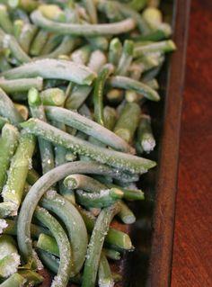 Freezing fresh garlic scapes - Recipes with fermented garlic scapes – Le Petit Mas organic garlic and garlic scape farm in Quebec (Canada) Recipe For Garlic Scapes, Scape Recipe, Garlic Recipes, Organic Garlic, Fresh Garlic, Freezing Garlic, Garlic Farm, Garlic Flower, Salads