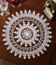 With more than 100 free crochet doily patterns to make you will never be bored! Traditional lace doilies, round doilies, oval doilies and more! Free Crochet Doily Patterns, Crochet Motif, Knitting Patterns, Free Pattern, Irish Crochet, Crochet Home, Crochet Crafts, Crochet Projects, Thread Crochet