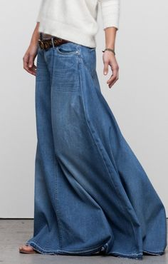 Denim Maxi Skirt in 2020 Denim Fashion, Look Fashion, Womens Fashion, Mode Jeans, Cooler Look, Mode Boho, Inspiration Mode, Mode Outfits, Trendy Outfits