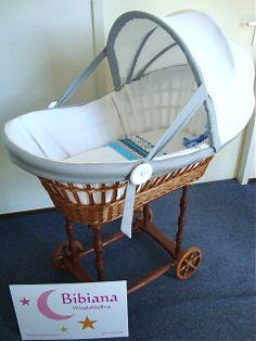 Deze wieg is bekleed in het atelier van Bibiana Wiegbekleding. Voor meer wiegbekledingen zie www.bibianawiegbekleding.nl