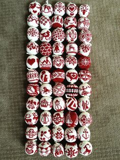 Knitting Sweaters & Sitting Still: 55 Christmas Balls Crochet Christmas Decorations, Christmas Ornaments To Make, Christmas Balls, Christmas Themes, Christmas Crafts, Knitting Paterns, Knitting Blogs, Nordic Christmas, Christmas Knitting