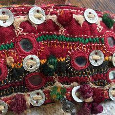 Grainsack bag - tote bag - shoulder bag - tribal bag - shopping bag met tribal details. Soms maak ik een tas met zulke unieke en vooral authentieke materialen, dat ik denk die gaat nooit in de verkoop! Maar je kunt niet alles houden (toch?)..... De basis voor deze volledig
