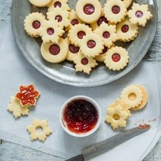 Linecké cukroví Christmas Cookies, Foodies, Breakfast, Desserts, Image, Lemon, Breakfast Cafe, Tailgate Desserts, Deserts