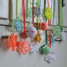 160 webshops on 1 event - 23 tot 25 november Handmade Ornaments, Handmade Christmas, Crochet Ornaments, Crochet Home, Crochet Yarn, Diy Projects To Try, Crochet Projects, Mobiles, Christmas Fashion