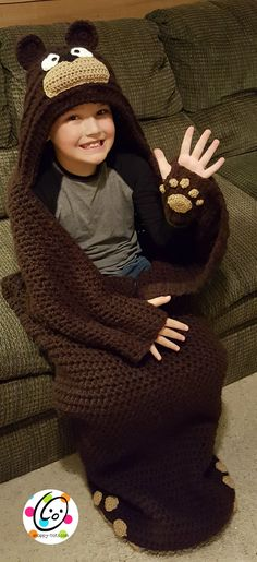 big kid cocoons pattern by Heidi Yates - Crochet ideas. Crochet Cocoon, Cute Crochet, Crochet For Kids, Crochet Crafts, Crochet Projects, Knit Crochet, Ravelry Crochet, Knitting Patterns, Crochet Patterns