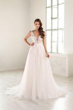 O rochie de mireasa comoda si confortabila insa careia nu ii lipseste delicatetea si senzualitatea, fiind o rochie cu decolteu adanc, si nici latura moderna, datorita aplicatiilor de broderie 3D cu floricele si paiete cusute manual . Este o rochie cu trena ce va captiva atentia si privirile tuturor. O poti comanda pe blush sau alb natural . Wedding Dresses, Fashion, Bride Dresses, Moda, Bridal Gowns, Fashion Styles, Wedding Dressses, Bridal Dresses