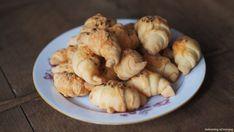 Sýrové rohlíčky babičky hodonské – Laskominy od Maryny Cheddar, Crackers, Bread Recipes, Garlic, Pizza, Chicken, Meat, Vegetables, Cooking
